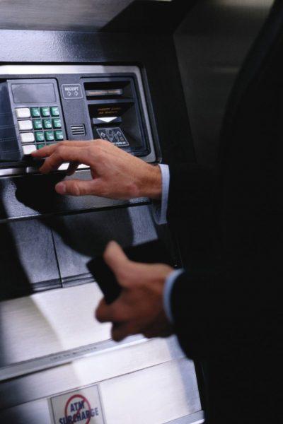 Снятие наличных денег с карты банка